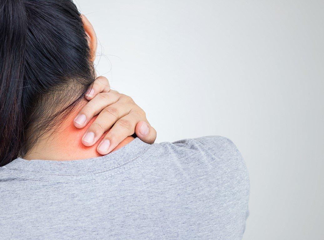 bolečine v vratu in ramenih